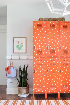 Vibrant entryway. #home #homedecor #interiordesign #interior #orange #pattern #entryway