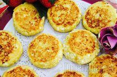 Творог выбираем не мягкий. Все ингредиенты тщательно перемешиваем. Сухими руками лепим сырнички. Выпекаем на смазанной маслом сковороде на среднем огне (под крышкой).При желании (или нежелании) отруби можно не добавлять, с одним крахмалом хорошо получаются, если творог, конечно, не сильно влажный.Автор – Dasha Dasha. Muffin, Eggs, Breakfast, Recipes, Food, Morning Coffee, Recipies, Essen, Muffins