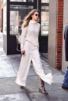 46 Times We Wanted Gigi Hadid's Outfit – Fashion Gigi Hadid Looks, Gigi Hadid Style, Side Slit Pants, Gigi Hadid Pictures, Estilo Gigi Hadid, Gigi Hadid Outfits, Look 2018, Winter Stil, Monochrome Outfit