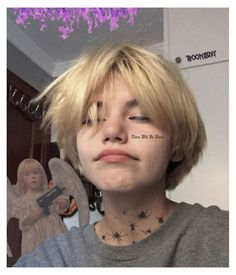 medi #grunge #girl #short #hair #grungegirlshorthair Tomboy Hairstyles, Pretty Hairstyles, Girl Short Hair, Short Hair Cuts, Short Hair Tomboy, Ulzzang Short Hair, Korean Short Hair, Edgy Hair, Hair Inspo