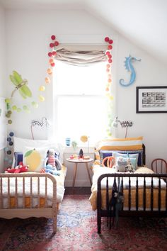 A CUP OF JO: San Francisco apartment tour, jenny lind beds, rainbows, yellow, shared bedroom Gender Neutral Bedrooms, Small Apartment Hacks, San Francisco Apartment, Deco Kids, Big Girl Rooms, Boy Rooms, Kid Spaces, Small Spaces, Living Spaces