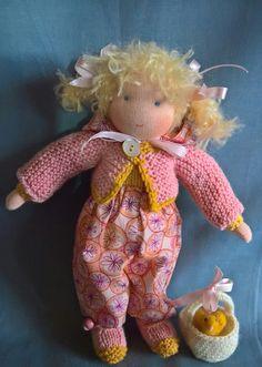 Dit is Lotje, een door mij ontworpen aankleedpopje.   Ze is helemaal gebreid, behalve het hoofdje en de handjes.   Het hele popje i...