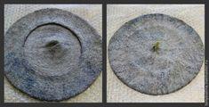 Для работы нам потребуется: Материалы Шерсть, мериносовая тонкая 18-19 микрон. Можно использовать бленд с шелком или мультиколор – основной цвет 30-40грамм, на «хвостик» 2-3 грамма. Шелковые волокна или волокна вискозы — 15-20 грамм На фото: Шерсть и шелковая лента. Шерсть сразу разделена на две равные части. Шелковая лента. Обязательно взвешивайте шерсть перед работой, для контроля.…