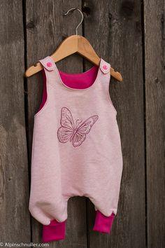 Bellissima tutina per bambini. Nel nostro negozio online troverete  fantastici tessuti per bambini. Visitateci 8f54279b328