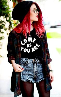 How to Do the Street Style Punk Look punk street style fashion Edgy Outfits, Mode Outfits, Grunge Outfits, Grunge Fashion, 90s Fashion, Fashion Outfits, Womens Fashion, Fashion Trends, Punk Rock Outfits