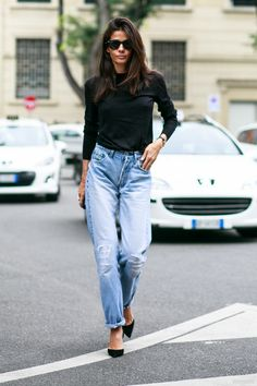 oop there she is in her mom jeans. #BarbaraMartelo in Milan.
