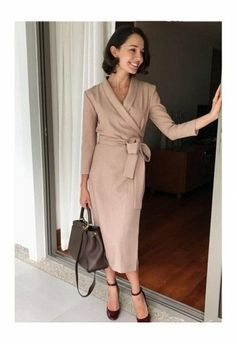 New dress fashion simple outfit Ideas Casual Work Outfit Summer, Spring Dresses Casual, Modest Dresses, Trendy Dresses, Simple Outfits, Classy Outfits, Elegant Dresses, Dress Casual, Tea Dresses