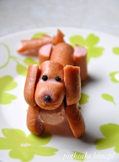 Saucisse chien Dog sausage dog kids food funFun Food Art: Ok the banana dog, orange tabby, andCreative Ways to Serve Watermelon at Kids Partiesah man, now you'll REALLY be able to diagnose the psychological well being of your children by which ones a Food Art For Kids, Cooking With Kids, Food Kids, Easy Cooking, Healthy Cooking, Cute Food, Good Food, Yummy Food, Toddler Meals