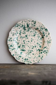 Underbar tallrik i mycket tålig italiensk keramik.