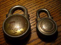 Vintage locks Under Lock And Key, Lock Up, Key Lock, Old Door Knobs, Door Knobs And Knockers, Door Handles, Vintage Style, Retro Vintage, Old Keys