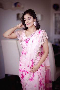 Natalia Vozna Elegant Designer Indian Saree CLICK Visit link to see Sari Blouse Designs, Saree Blouse Patterns, Lehenga Designs, Fancy Sarees, Party Wear Sarees, Indian Attire, Indian Outfits, Indian Wear, Belle
