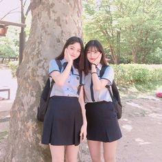 School Uniform Fashion, School Uniform Girls, School Outfits, Ulzzang Fashion, Ulzzang Girl, Korean Fashion, Korean Best Friends, Korean Student, Pretty Korean Girls