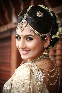 jewelleries at back Sri Lankan Wedding Saree, Saree Wedding, Wedding Bride, Bridal Sarees, Wedding Ideas, Indian Bridal Fashion, Pakistani Bridal Wear, Wedding Looks, Bridal Looks