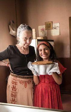 Vó Dulce (Fernanda Montenegro) ensinou Maria da Paz (Juliana Paes) a fazer seu primeiro bolo Blueberry Banana Bread, Food Net, Bread Cake, Portuguese Recipes, Cupcake Cakes, Lace Skirt, Cake Recipes, Food And Drink, Yummy Food