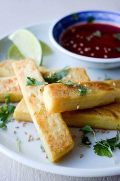 Burmesisk kikert-tofu med sriracha- og limesaus