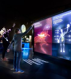 When people stands in front of the screen, 'scan your body' appears and they will be 'scanned' onto the display screen. People are able to learn about the microorganisms of human body in a playful way. http://www.kossmanndejong.nl/en/