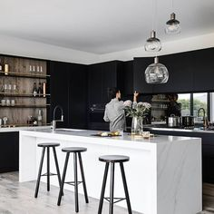 The all-white kitchen that has dominated the scene for many years is starting to take a back seat in design. Who's loving the rise of matte… White Kitchen Decor, Home Decor Kitchen, Kitchen Living, Kitchen Interior, Home Kitchens, Best Kitchen Designs, Modern Kitchen Design, Küchen Design, House Design