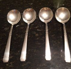 Lot of 4 1881 Rogers Oneida BROOKWOOD BANBURY Gumbo Soup Spoons SilverPlate  | eBay Gumbo Soup, Vintage Table, Ice Cream Scoop, Makers Mark, Silver Plate, Spoons, Tableware, Ebay, Scoop Of Ice Cream