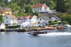 Nesten hele båtmiljøet kommer til Flostaregattaen, du kan også bli med Marit i en Formel 1 båt og oppleve 100 knop bortover vannflaten.