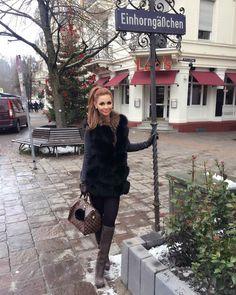 "411 Likes, 30 Comments - Lena Tschernova (@lena_tschernova_) on Instagram: ""❄️❄️❄️ die tolle Jacke bekommt ihr bei @welovefurs_com ❄️❄️💕…"""