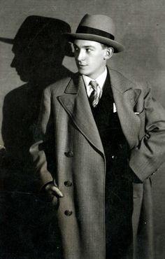 Dsida Jenő (Szatmárnémeti, 1907. május 17. – Kolozsvár, 1938. június 7.)