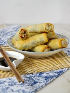 Rollitos de primavera caseros al horno. Fáciles y deliciosos Veggie Recipes, Asian Recipes, Mexican Food Recipes, Cooking Recipes, Healthy Recipes, Veggie Rolls, My Favorite Food, Favorite Recipes, China Food