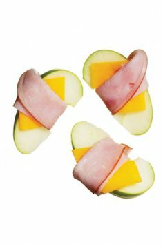 healthy snacks --- ham and cheese apple rollers - just cut thin apple slice, place a slice of cheese on top, and wrap with piece of ham. School Snacks For Kids, Healthy Snacks For Kids, Kid Snacks, School Lunch, School Kids, Low Carb Recipes, Snack Recipes, Healthy Recipes, Kid Recipes
