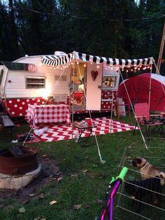 Essential Things For Retro Camper - Caravan Ideas Old Campers, Vintage Campers Trailers, Retro Campers, Vintage Caravans, Happy Campers, Vintage Motorhome, Camping Diy, Camping Glamping, Camping Ideas