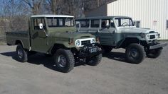 A FJ45 LWB and a FJ45LV all restored and in their original glory. A great pair of Land Cruiser history sitting side by side.