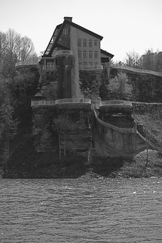 The Castle on Smith Lake. every owner has died on the property. but i still love to look at it. Smith Lake Alabama, Sweet Home Alabama, Ghost Stories, Lake Life, Ghost Towns, Abandoned Places, Paranormal, Old Houses, Birmingham
