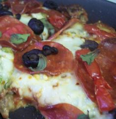 No Dough Meat Crust Pizza For The Low Carb Dieter Recipe - Genius Kitchen. Very good option for a keto pizza that uses ground beef. Tastes better than the chicken crust in my opinion. No Carb Recipes, Cooking Recipes, Healthy Recipes, Low Carb Pizza, Low Carb Diet, Crust Pizza, Dough Pizza, Pizza Pan, Turkey Pepperoni