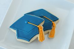 How to decorate sugar cookies | Skip To My Lou Mortar board graduation hat