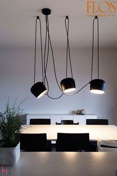 Aim by FLOS is a pendant lamp equipped with a long cable to hang it from the ceiling, fully adjustable.