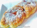 Gogoşi din iaurt (Minciunele) | Rețete BărbatLaCratiță Dessert Recipes, Desserts, Bagel, Sweets, Bread, Romanian Recipes, Sweet Pastries, Postres, Gummi Candy