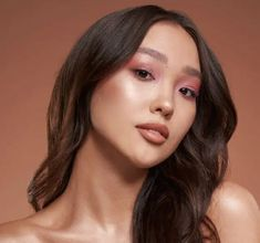 Makeup News, Huda Beauty, Glow, Face, The Face, Sparkle, Faces, Facial