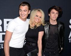 Pin for Later: Saint Laurent kriegt sie alle: Die Promis strömen zur Fashion Show nach LA Brandon Lee, Pamela Anderson und Dylan Lee