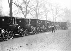 Taxi Rank A paperboy passes taxicabs awaiting customers at a rank in London's Knightsbridge. (Photo by Topical Press Agency/Getty Images) London Pictures, London Photos, Old Pictures, Old Photos, Vintage Photos, Uk History, London History, British History, Vintage London