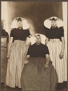 Augustus F. Sherman. Women of Holland. A mother and two daughters. Ellis Island portraits. New York Public Library.