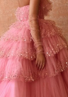 monique lhuillier spring 2020 uploaded by _daydreaming_ Ball Dresses, Ball Gowns, Prom Dresses, Formal Dresses, Pretty Outfits, Pretty Dresses, Beautiful Dresses, Monique Lhuillier, Fairytale Dress