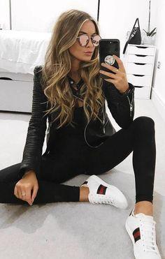 Cute black leather jacket over all black with comfy white sneakers. Cute black leather jacket over a Fashion Mode, Look Fashion, Winter Fashion, Fashion Black, Fashion Stores, 50 Fashion, Fashion Trends, Womens Fashion, Urban Chic Fashion