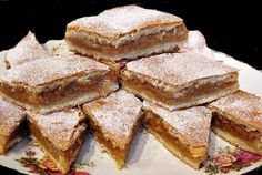 Prajitura cu Mere, pentru lenesi, gata in doar cateva minute :) Sweets Recipes, Cake Recipes, Cooking Recipes, Romania Food, Romanian Desserts, Romanian Recipes, Good Food, Yummy Food, Sweets Cake