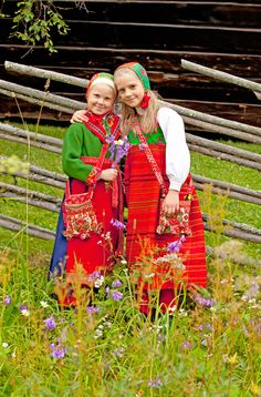 Inspired by these brightly colored folk costumes for future family photos!