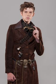 Wondering what is Steampunk? Visit our website for more information on the latest with photos and videos on Steampunk clothes, art, technology and more. Steampunk Cosplay, Steampunk Kids, Viktorianischer Steampunk, Steampunk Design, Steampunk Clothing, Steampunk Fashion, Steampunk Outfits, Steampunk Necklace, Gothic Fashion