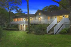 ON PARK-LIKE GROUNDS NORTH HAVEN, NY 5 Beds | 5 Baths 5800 sq ft OFFERED AT $2,250,000