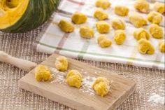 Ricetta Gnocchi di zucca con salsa di taleggio - Le Ricette di GialloZafferano.it