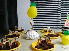 Centro de mesa con mssmelos fiesta tematica piña