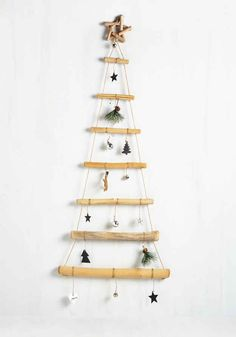 A minimalist wooden wallhanging to maximize space for presents.