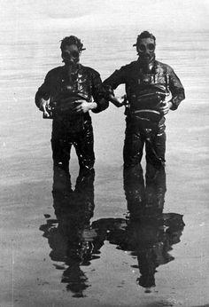 Imagen de dos miembros de la Xª Flotilla MAS - pin by Paolo Marzioli