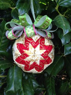 Create Kids Couture: Quilted Ornaments very detailed tutorial Diy Quilted Christmas Ornaments, Folded Fabric Ornaments, Diy Christmas Gifts, Christmas Projects, Handmade Christmas, Christmas Tree Ornaments, Christmas Balls, Ball Ornaments, Christmas Ideas