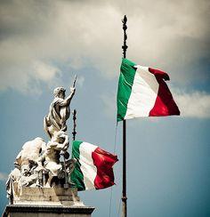 Italian Flags at the Piazza Venezia / Rome / Rome / Italy / Italia Best Of Italy, Learning Italian, Flags Of The World, Visit Italy, Ancient Rome, Italian Style, Dream Vacations, Tuscany, Italian Flags